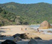 Wandern über die einsamen Strände der Juatinga Halbinsel