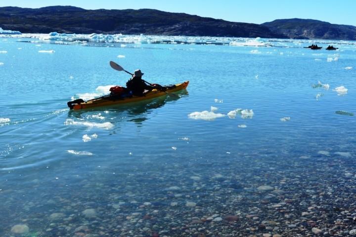 Kajak fahren mit Sicht auf den Gletscher, Grönland