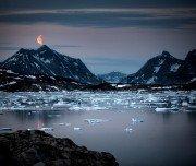 Mondaufgang über dem Ammassalik Fjord