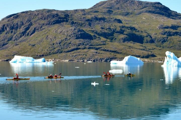Mit dem Kajak zwischen Eisbergen
