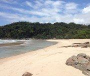 Menschenleerer Strand bei Ponta Negra