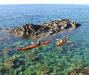 Kajaks an der Nordküste Menorcas