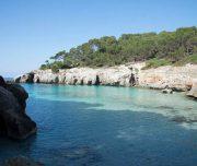 Bucht mit türkisblauem Wasser