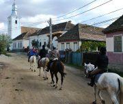Reiten durch typische Dörfer