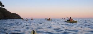 Kajak Fahrer bei Sonnenuntergang