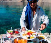Picknick im Fjord im Oman