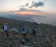 Wanderer auf Bergen im Oman