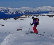 Skitouren Geher bereit zur Abfahrt