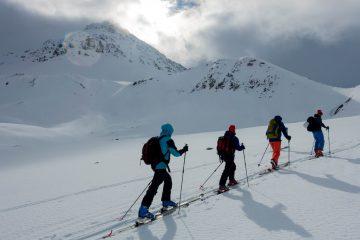 Skitouren Geher hinauf zum Gipfel