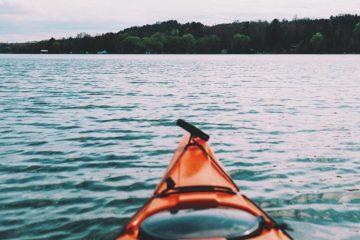 Aussicht vom Kajak auf die Küste